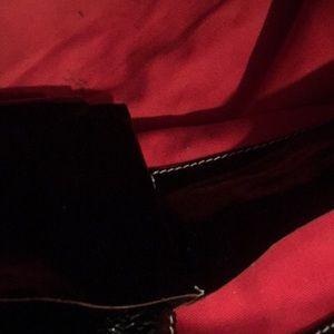 Dooney & Bourke Bags - 😍‼️Dooney & Burke black patent purse ❤️😍